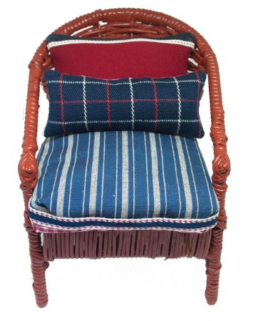Mini Cadeira Decorativa Vermelha em Vime Com almofadas