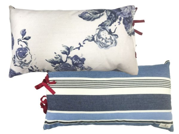 Almofada rim floral verso listras azul e branco Zanatta Casa (17 x 45 cm)