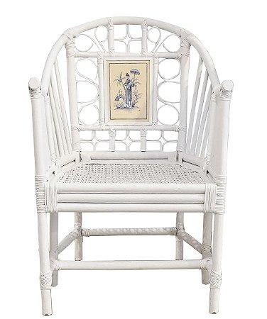 Cadeira branca com aquarela moça no campo