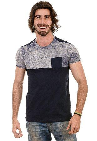 Camiseta Com Recorte, Bolso e Estampa Manchada