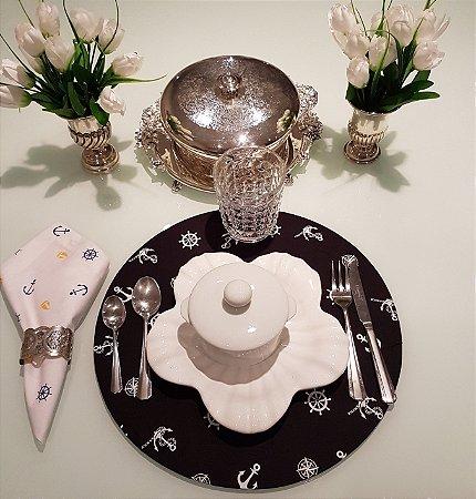 Capa de tecido para sousplat fundo preto com ancoras brancas
