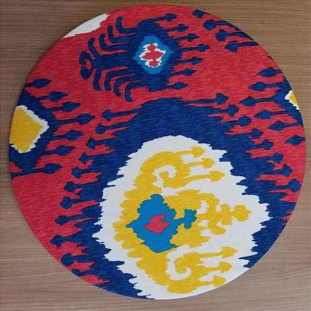 Capa de tecido decoração mosaico fundo vermelho com cores amarelo azul