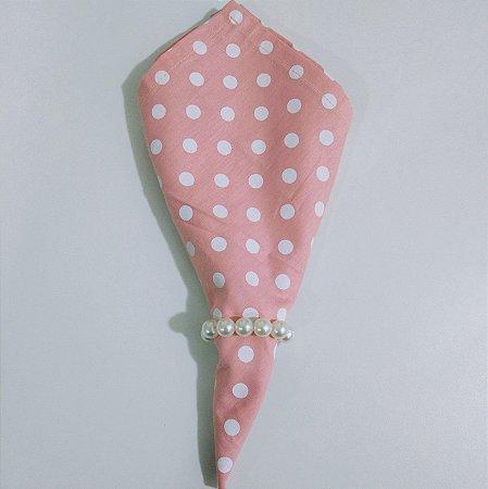 guardanapo fundo rosa claro com bolinhas brancas grandes