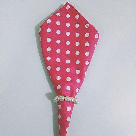 guardanapo fundo rosa com bolinhas brancas grandes