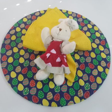 kit 3 peças páscoa capa azul com ovos, guardanapo amarelo riscadinho,porta guardanapo coelho grande