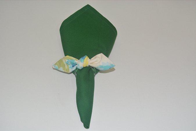 Porta Guardanapo de tecido fundo branco com flores amarelas
