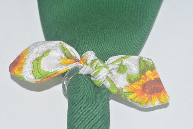 Porta Guardanapo de tecido fundo branco com girassóis