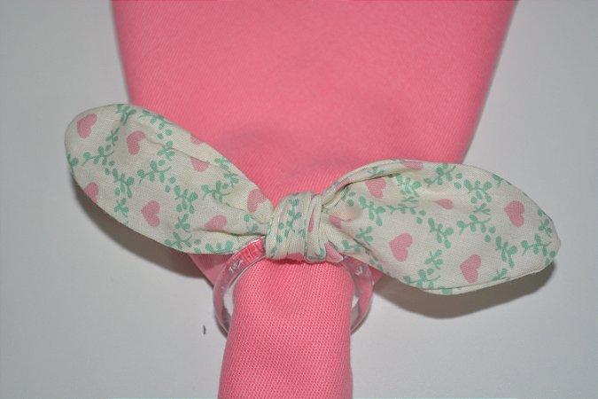 Porta Guardanapo tecido fundo branco com corações rosas