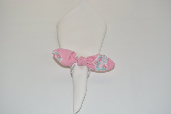 Porta Guardanapo de tecido fundo rosa com corações coloridos