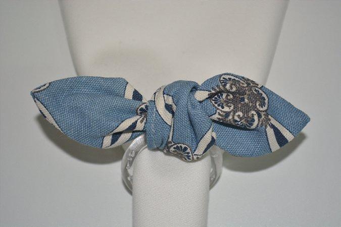 Porta Guardanapo de tecido mosaico fundo azul com desenhos em branco