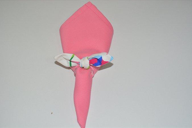 Porta Guardanapo de tecido fundo branco com pássaros coloridos