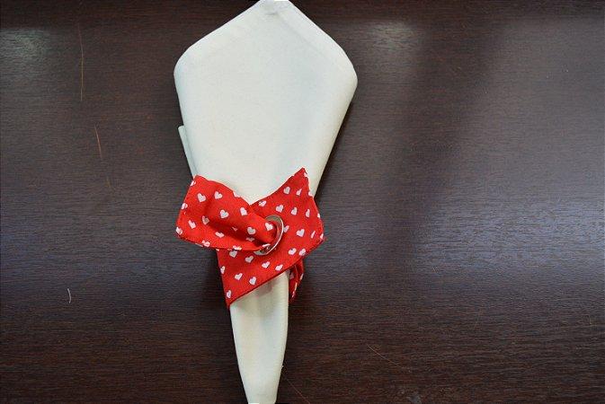 porta guardanapo de tecido fundo vermelho com corações brancos