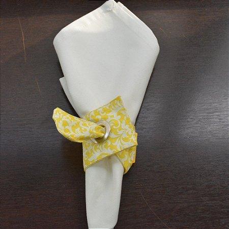Porta guardanapo de tecido fundo amarelo com arabesco branco