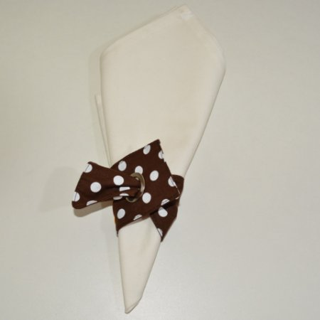 Porta guardanapo de tecido fundo marrom com poás brancas