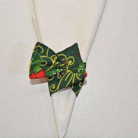 Porta guardanapo de tecido fundo verde natal com arabescos amarelo