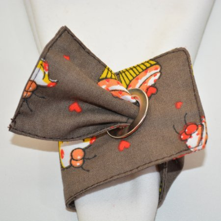 Porta guardanapo de tecido fundo marrom com bolinhos amarelos