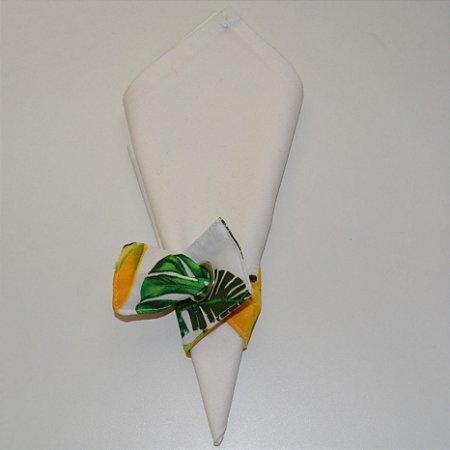 Porta guardanapo de tecido fundo branco com cachos de banana
