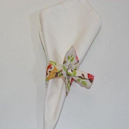 Porta guardanapo de tecido fundo creme com corujas coloridas