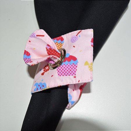 Porta guardanapo de tecido fundo rosinha com bolinhos e pirulitos