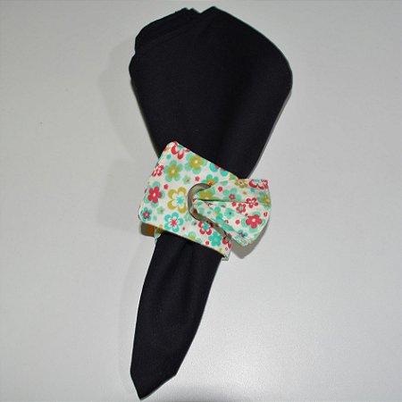 Porta guardanapo de tecido fundo verde com florzinhas coloridas