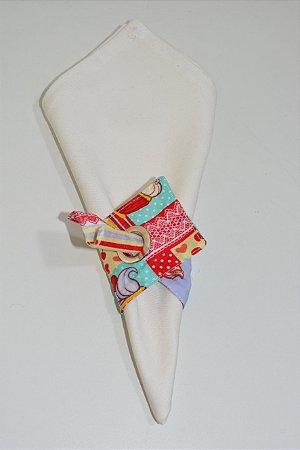 Porta guardanapo de tecido fundo vermelho com docinhos