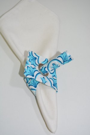 Porta guardanapo de tecido mosaico azul claro e branco