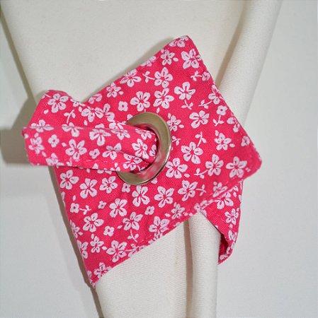 Porta guardanapo de tecido fundo rosa com florzinhas pequenas brancas