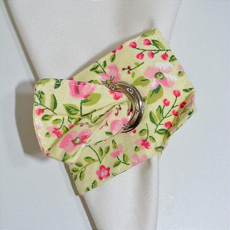 Porta Guardanapo de tecido fundo amarelo clarinho com florzinhas rosa
