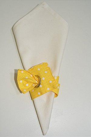 Porta guardanapo de tecido fundo amarelo com várias bolinhas brancas
