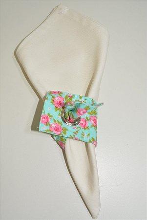 Porta guardanapo de tecido fundo verde água com rosas