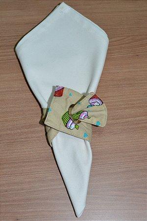 Porta guardanapo de tecido fundo bege com cupcake