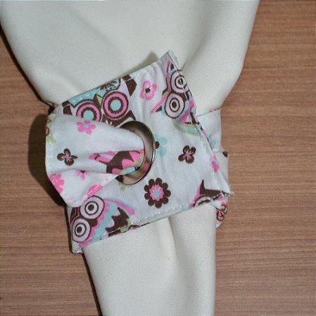 Porta guardanapo de tecido fundo branco com corujas coloridas