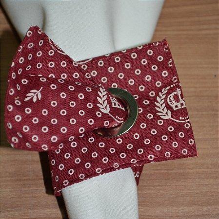 Porta guardanapo de tecido fundo vinho com bolinhas e coroas