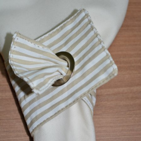 Porta guardanapo de tecido listrado bege e branco