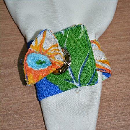 Porta guardanapo de tecido fundo azul escuro com flores laranjas