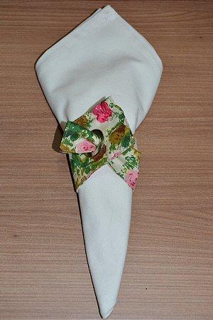 Porta guardanapo de tecido fundo creme com Rosas marrom e rosa pink