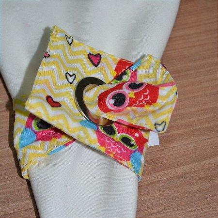 Porta guardanapo de tecido fundo chevron amarelo com corujas vermelhas