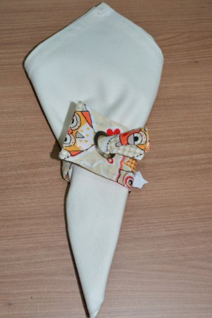 Porta guardanapo de tecido fundo creme com corujas