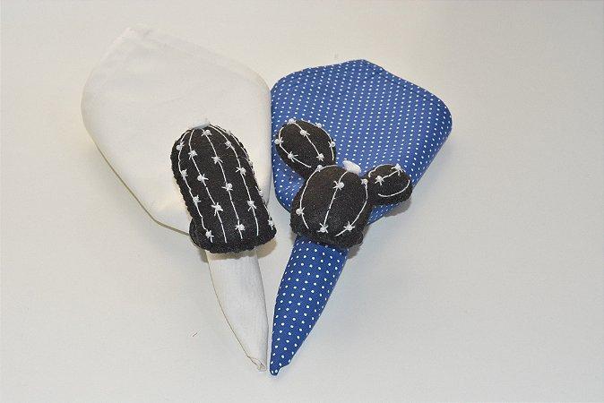 Kit 2 Porta guardanapos Feltro Cactos pretos com florzinha branca