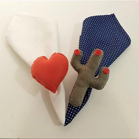 Kit 2 Porta guardanapos Feltro cacto com florzinha e coração