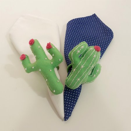 Kit 2 Porta guardanapos Feltro cactos verde clarinho com florzinhas rosa