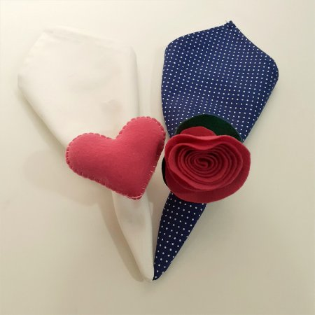 Kit 2 Porta guardanapos Feltro coração e flor rosa escura