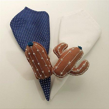 Kit 2 Porta guardanapos Feltro cactos marrom com florzinhas azul