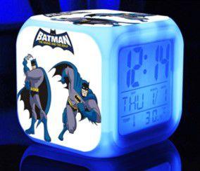 Relógio Despertador do Batman com Iluminação em Led - Estampa Old Fashion