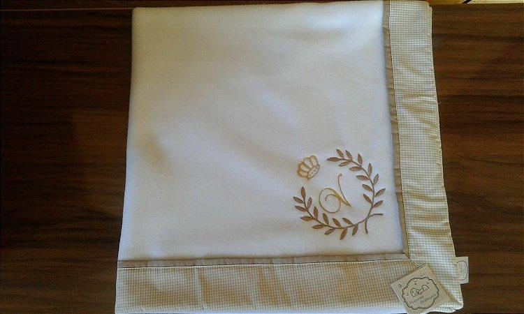 Cobertor Soft com Barrado - Bordado Brasão Coroa e Inicial