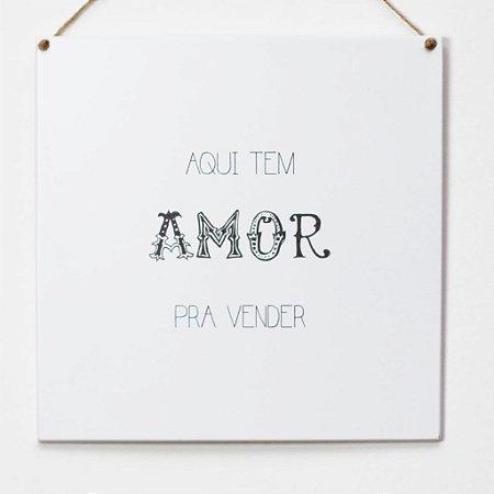 """Placa """"Aqui tem amor pra vender"""""""
