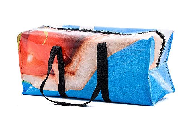 Bolsa de viagem em banner reutilizado