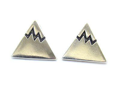 Brinco de Prata Triângulo Para 1º Furo