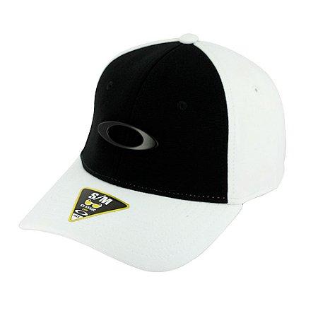 Boné Oakley Tincan Cap Branco e Preto  Com Logo Preto