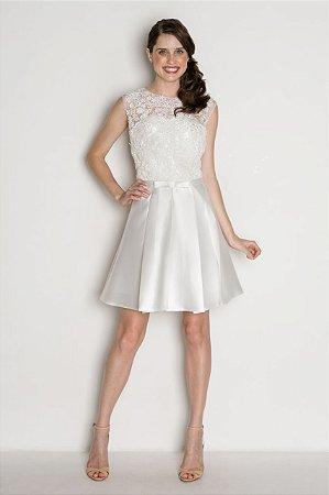 Vestido Branco com Bordado e Laço